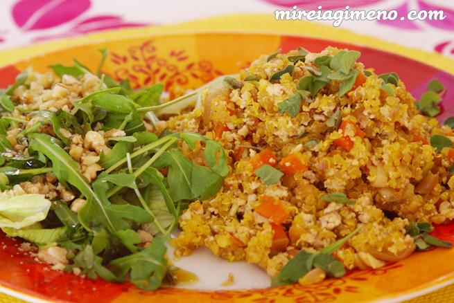Tofu revuelto con quinoa