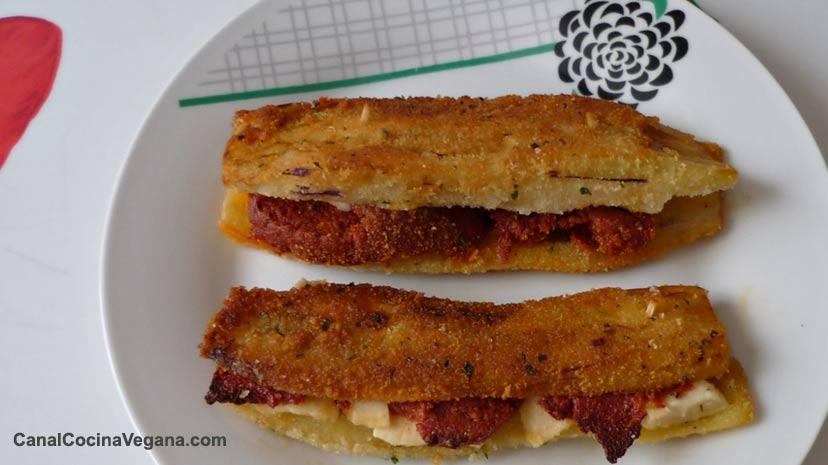 Berenjenas con chorizo y queso vegano